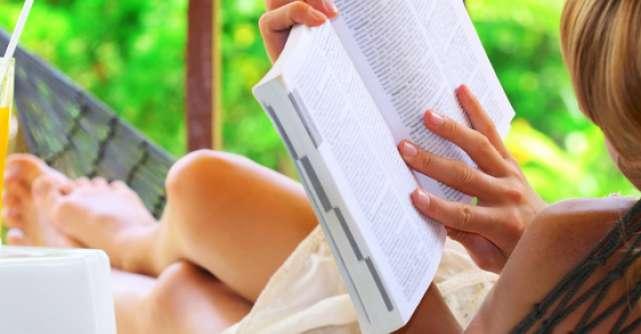 Top 10 carti pentru vara lui 2012. Tu ce citesti pe plaja?