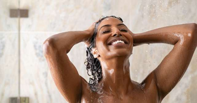 Un păr mai strălucitor: 3 șampoane pe care trebuie să le încerci