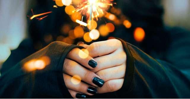 Se poartă unghiile colorate în negru și nu doar Grunge