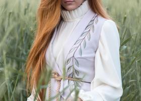 Bluzele de inspirație victoriană, cu mâneci și gulere șic, stil vintage