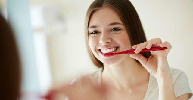8 moduri de albire a dintilor acasa