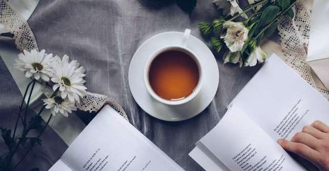 Motivul pentru care este bine să bei ceaiul cu lapte