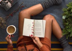Rochie-pulover tricotată lungă de tot, maxi e versatilă în orice ținută
