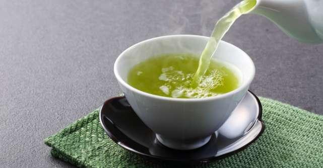 Cum prepari ceaiul longevitatii: 3 plante aromate si delicioase pe care le ai deja in bucatarie