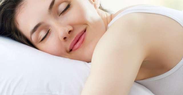 AJUTOR: Felul in care dormi iti poate afecta SANII