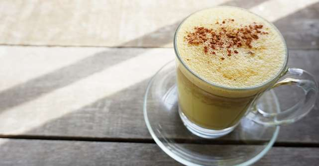 Cum se prepara laptele de aur, cel mai puternic elixir natural