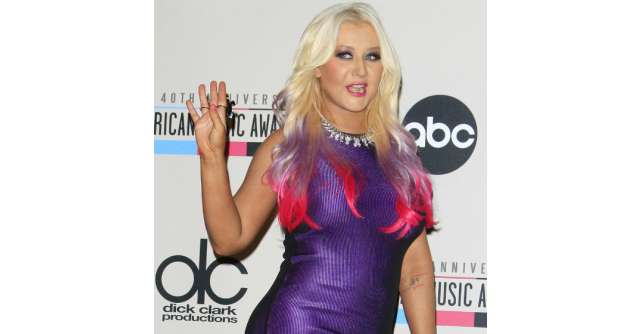 Video: Christina Aguilera, mai slaba ca niciodata!