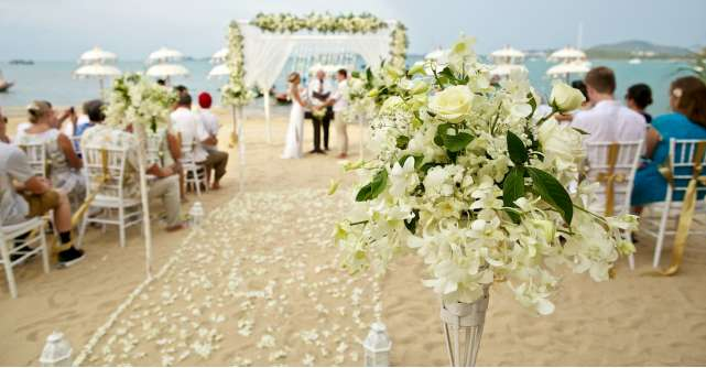 Cum te imbraci la o nunta pe plaja