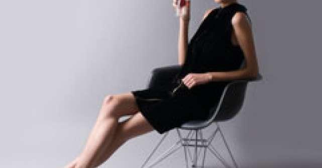 5 designeri romani prezinta scaunul Eames Plastic