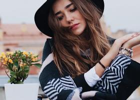 Pălării potrivite de început de toamnă: modele interesante și feminine