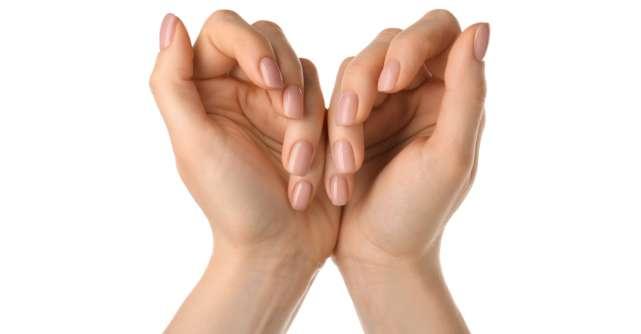 Învață cum să ai grijă singură de manichiura ta cu aceste 4 produse