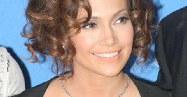 Angelina Jolie si Jennifer Lopez vin cu Stirile Zilei