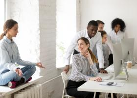 Patru trucuri pentru a te energiza dacă ai un temperament introvertit