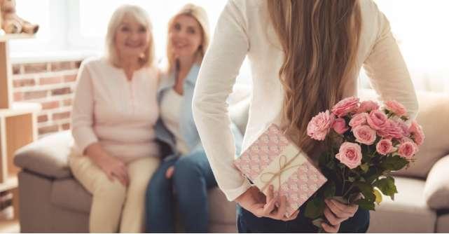 Mesaje de Ziua Mamei: Nu înceta niciodată să îi spui cât de mult o iubești