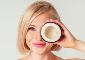 Foloseste produse cu ulei de cocos pentru un păr stralucitor!