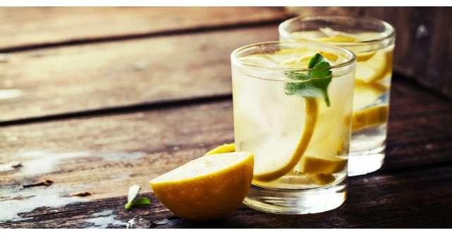 Care sunt beneficiile consumului de apa cu lamaie