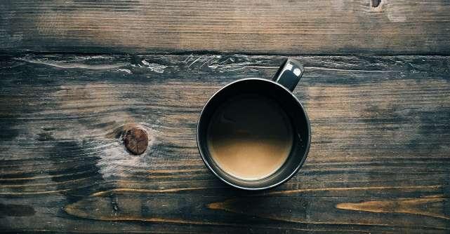 Cum iti spune corpul ca bei prea multa cafea. 5 simptome