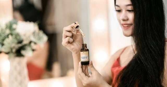 Cum să-ți faci serumuri hidratante pentru păr. 4 rețete cu uleiuri naturale