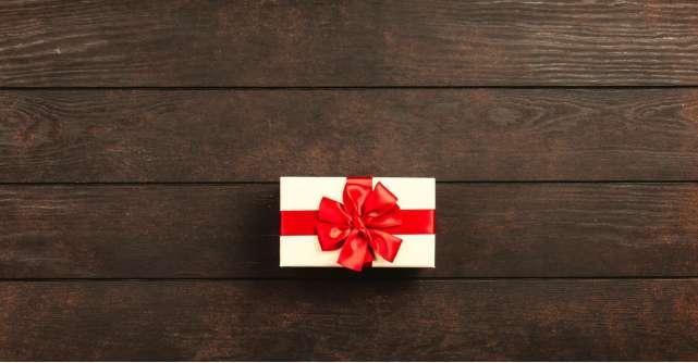 Alege cadoul perfect pentru iubita ta: 4 seturi de produse care o vor face să zâmbească