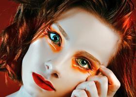 Cum întreții și cum îngrijești părul vopsit roșcat pentru a păstra culoarea