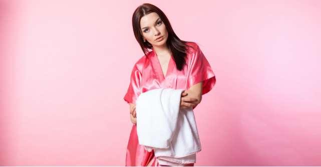 Halate satinate stil kimono - fii eleganta si in casa!