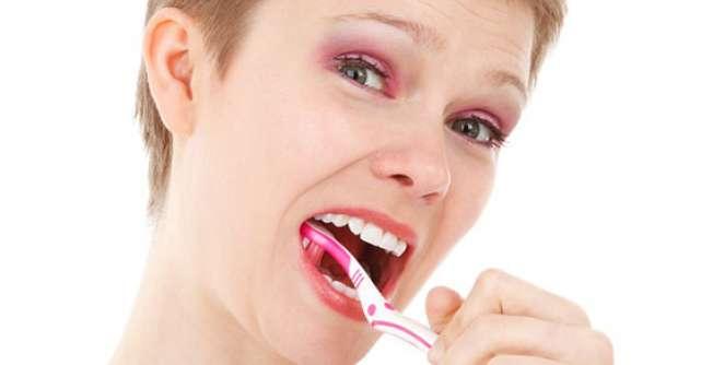 7 trucuri ca sa-ti mentii dintii albi dupa procedeul de albire