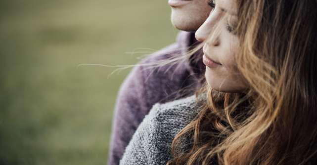 4 moduri de a crea o conexiune emotionala puternica cu partenerul tau