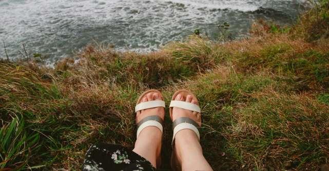 Cum porți sandalele? 3 ținute care te vor inspira