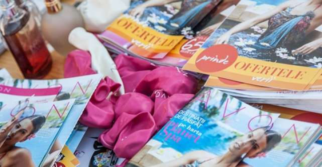 Avon a colorat Piata Universitatii in cadrul campaniei AVON iti da Like