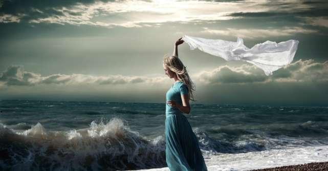 Nu ai cum sa linistesti o furtuna… asa ca opreste-te din a mai incerca...