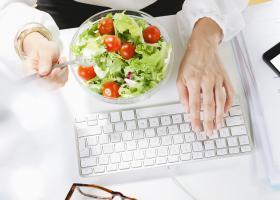Pranz sanatos la birou: 5 idei vegane super simple si gustoase