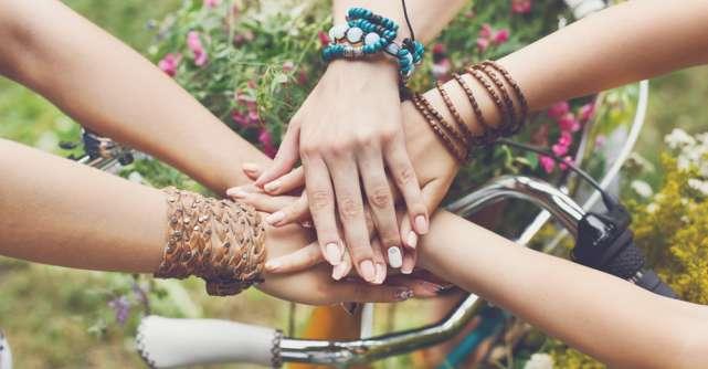 Douăzeci de citate care te vor inspira să prețuiești prietenia mai mult ca orice