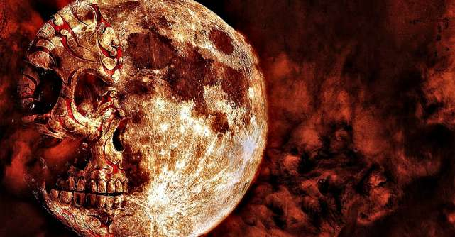 Luna Albastră de Halloween ne va ajuta să ne scăpăm sufletele de frica de monștri și de gândurile negre