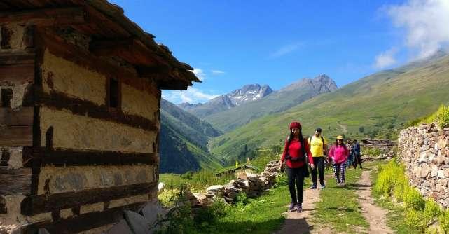 Locuri montane mai puțin cunoscute pe care să faci hiking în România