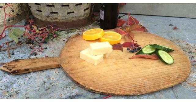 Util in bucatarie: cum sa cureti tocatorul din lemn