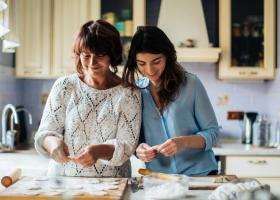 Mesaje de ziua mamei: Nu inceta niciodata sa ii spui cat de mult o iubesti
