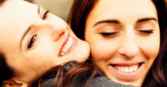 10 idei de cadouri de Craciun pe care le merita femeile importante din viata ta