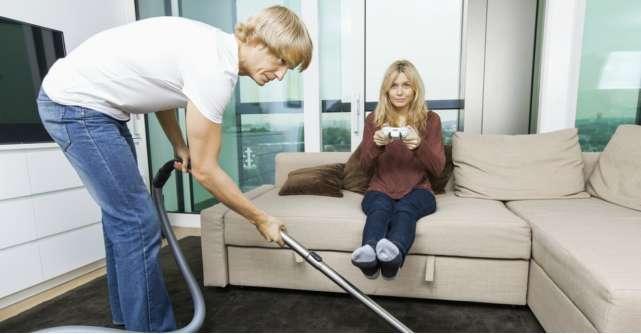 Cum iti convingi partenerul sa te ajute la treburile casnice