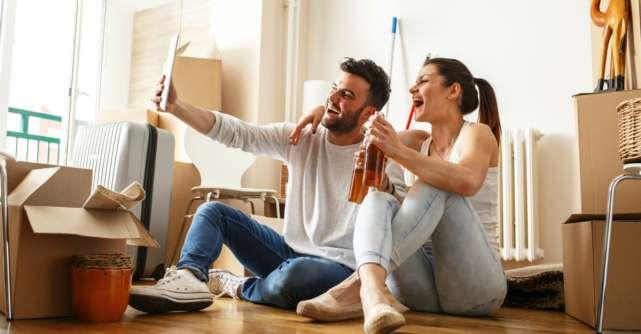 Traiul in doi: 15 solutii care sa te ajute cand te muti cu iubitul