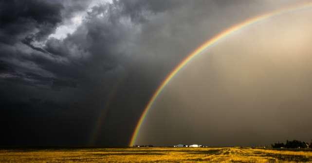 Acceptă furtunile din viața ta. După ele apare cel mai frumos curcubeu