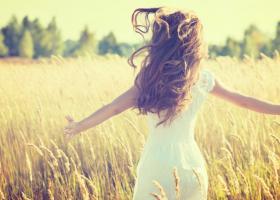 Ingrijirea parului pe timpul verii: Sfaturi de la cei mai buni stilisti