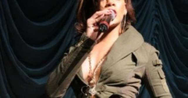 Ce au in comun Rihanna si Dita von Teese?