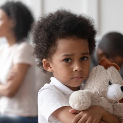 Traume din copilărie: De ce este indicat să îți ierți părinții?