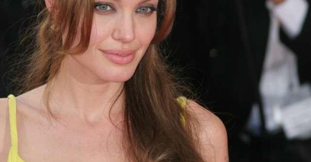 Angelina Jolie si Monica Gabor vin cu Stirile zilei