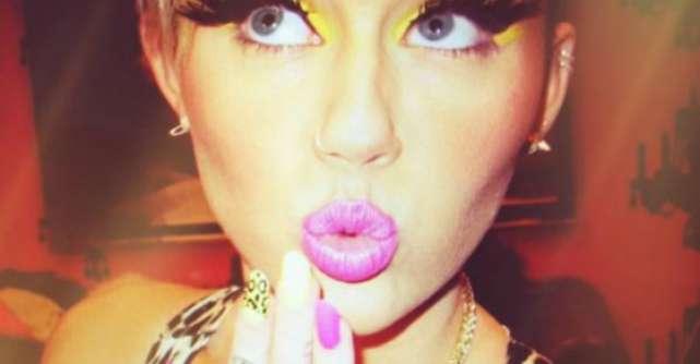 Miley Cyrus nu reuseste sa treaca peste despartire! S-a pozat in rochie de mireasa