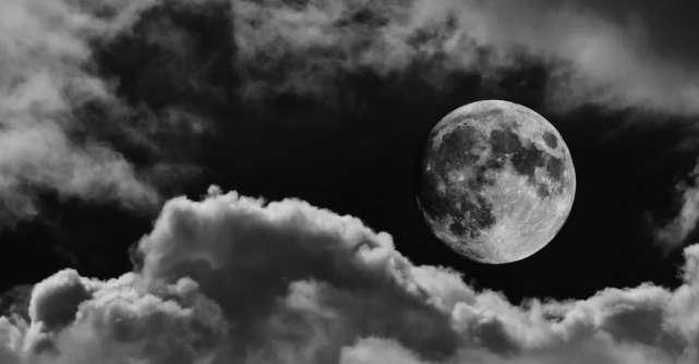Eclipsa de Lună de pe 5 iunie ne conectează sufletele cu divinitatea. Sfatul Universului pentru fiecare zodie în parte