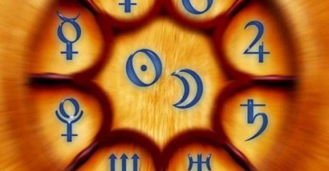 Crezi in prezicerea viitorului? Tarot, horoscop si citit in palma