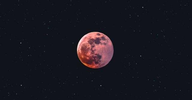 27 aprilie - Prima Super Lună a anului: Despre Forța mistuitoare a Scorpionului sau cum să renaști din propria cenușă