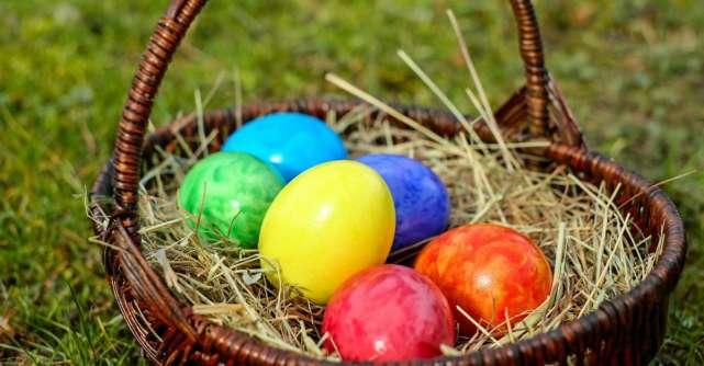 Cum să vopsești ouăle de Paște cu ingrediente naturale. 6 idei pentru culori diferite