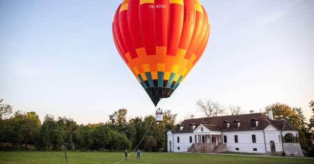 Zboară cu balonul cu aer cald sau mergi la cinematograful urșilor